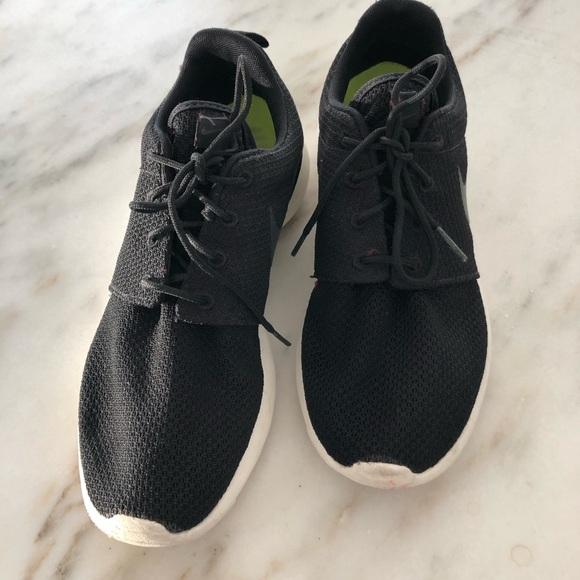 Nike Other - Men's Rosh Nike sneakers